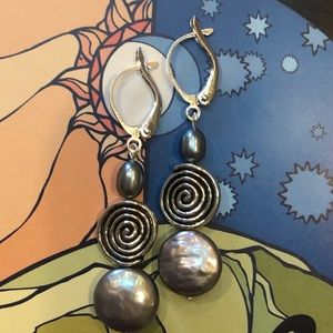 Casey Keith Design Jewelry - Coin Pearl Spiral Earrings in Grey